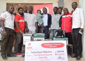 Airtel's Regional Operations Director, North Region, Wole Abu (middle) with Sadiq Usman; they are flanked by employees of Airtel and immediate family members of Sadiq Usman at the presentation ceremony in Zaria, Kaduna State, last week.